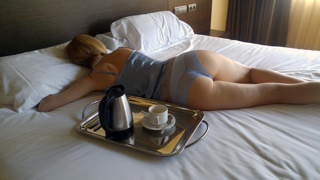 Nuevo Book de Nina Escort en habitación de hotel