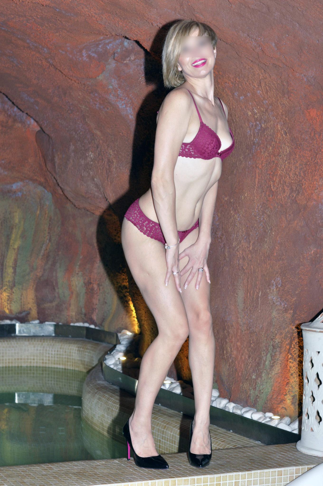 Nina Escort relax en el SPA